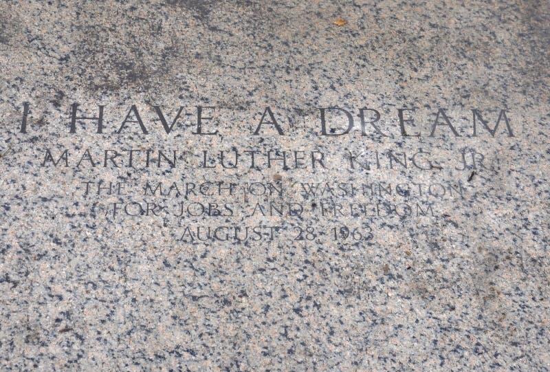 Citações de Martin Luther King Jr reverendo no assoalho da parte dianteira de Lincoln Memorial de Washington District de Colômbia fotografia de stock royalty free