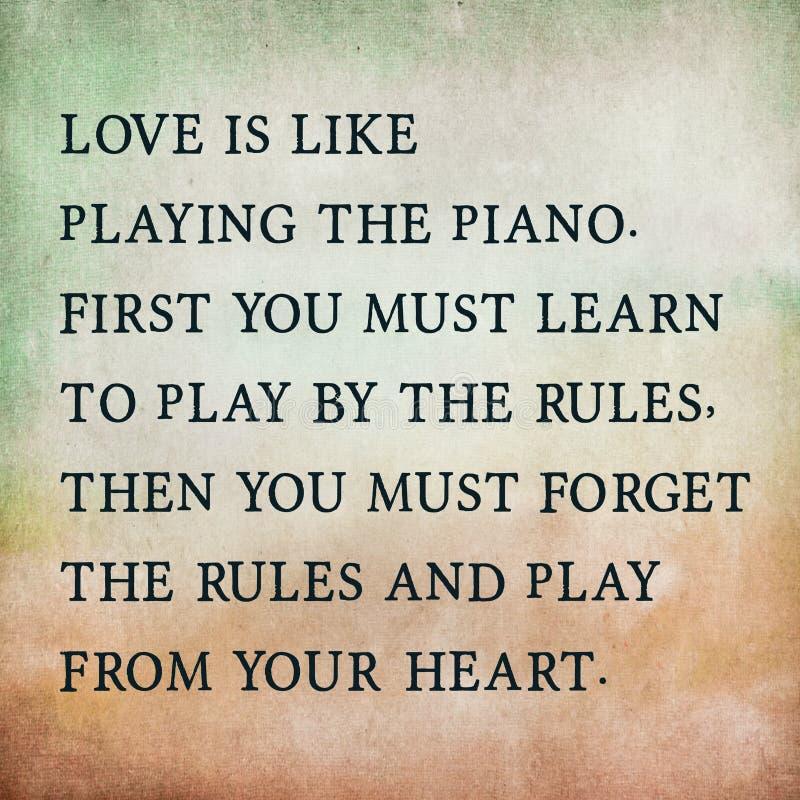 Citações inspiradas da motivação sobre o amor no papel velho da cor fotos de stock