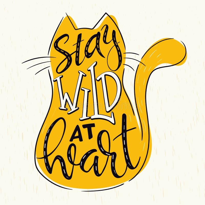 Cita de las letras de la mano del vector - permanezca salvaje en el corazón - en silueta del gato en fondo del grunge stock de ilustración