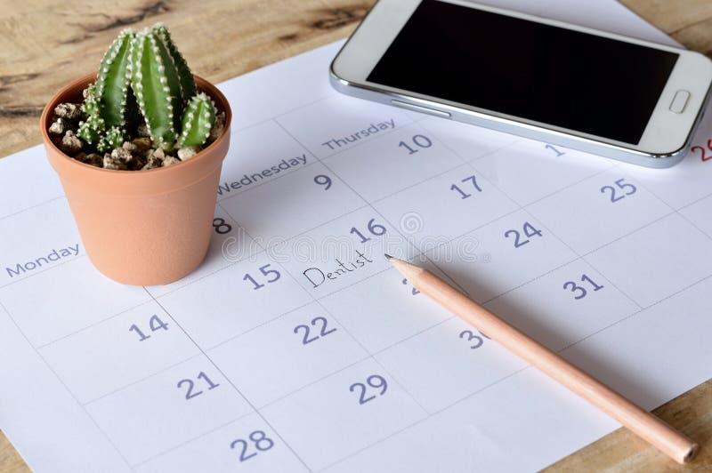 Cita del dentista en planificador del calendario imagen de archivo
