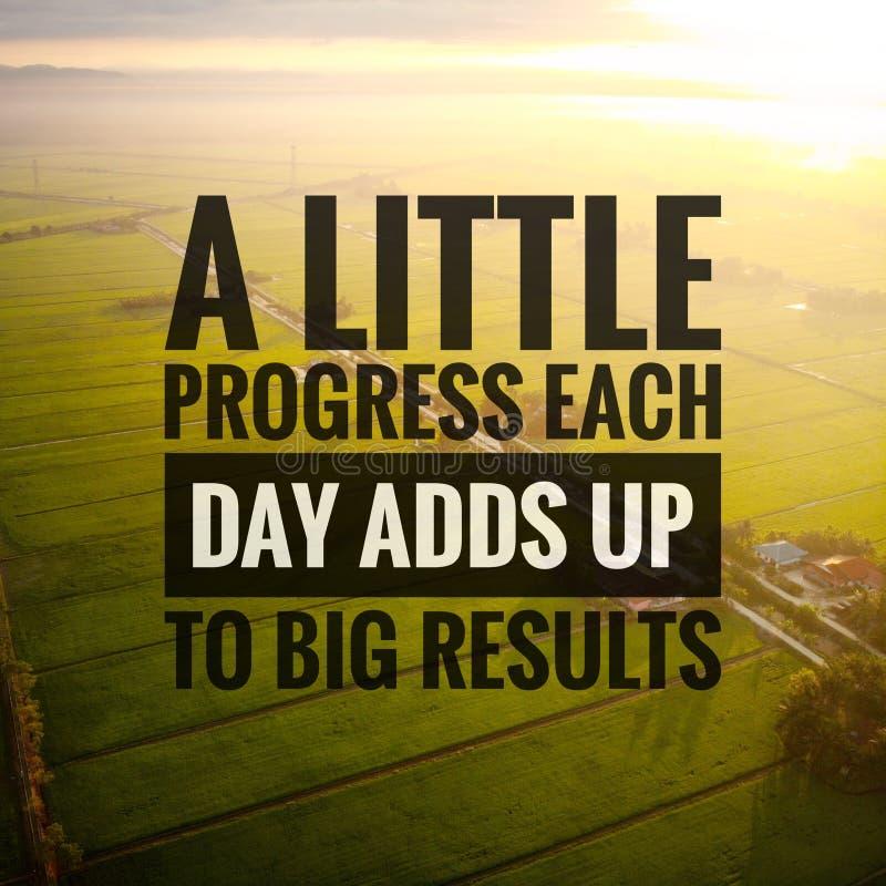 Cita??es inspiradas da motiva??o no fundo da natureza Pouco progresso que cada dia adiciona acima aos resultados grandes foto de stock
