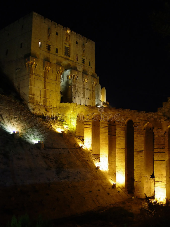 Citadel door nacht-Alleppo, Syrië royalty-vrije stock foto