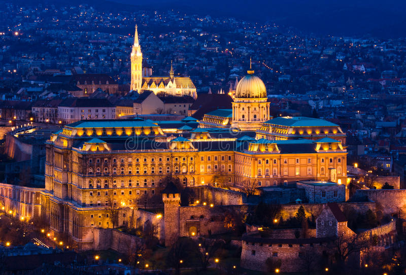 Citadela de Budapest na hora azul imagem de stock