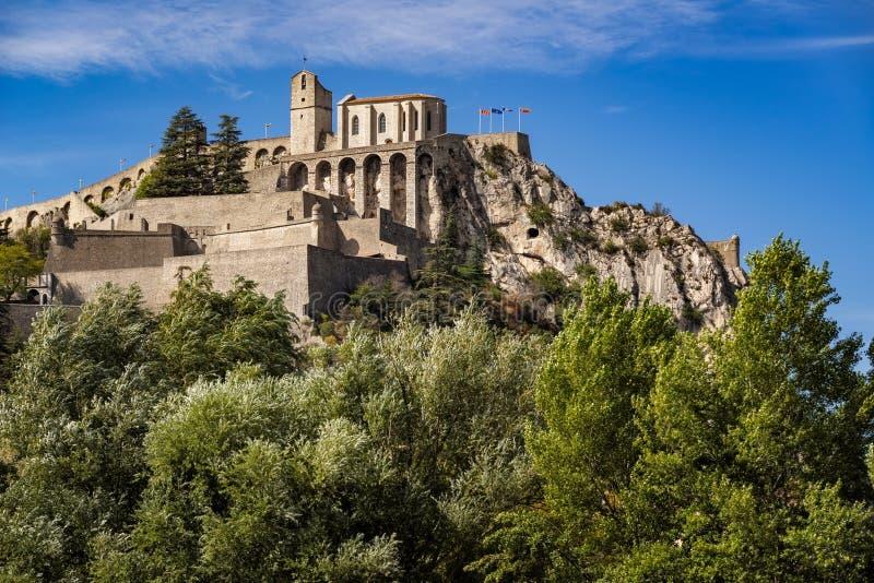 Citadela de Sisteron e de suas fortificações, cumes do sul, França imagens de stock royalty free