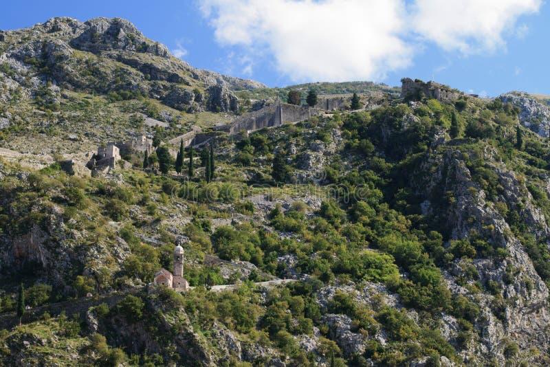 Citadela medieval nas montanhas Kotor, Montenegro imagem de stock royalty free