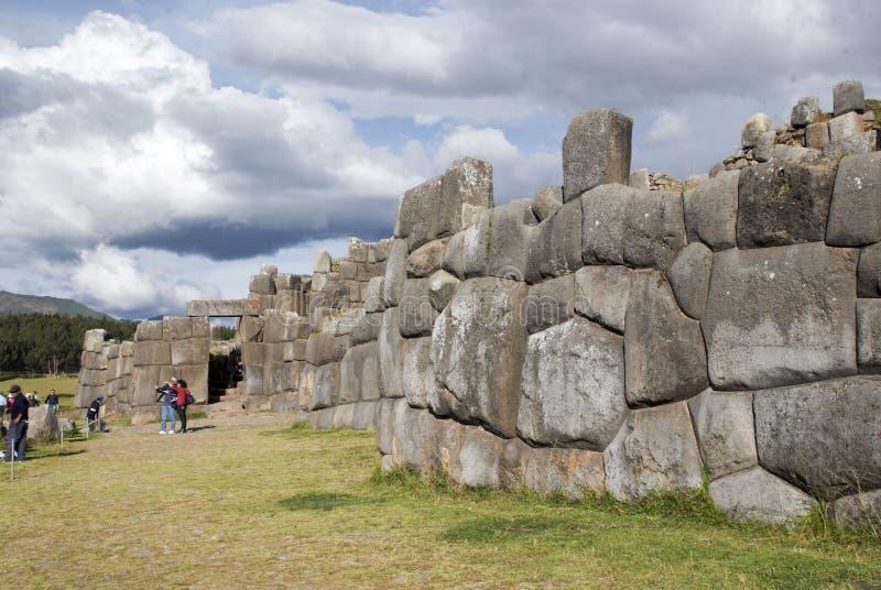 A citadela Sacsayhuaman do Inca nos subúrbios de Cusco imagens de stock royalty free