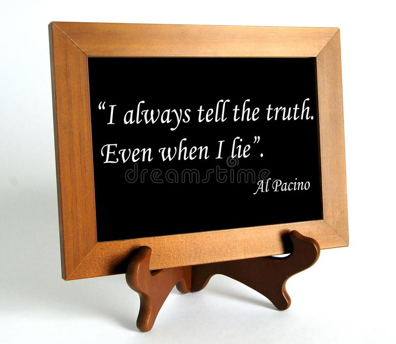 Citationstecken om lögn och sanning arkivbild