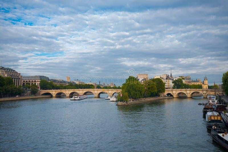 citera paris för de ile laneuf pont royaltyfri foto