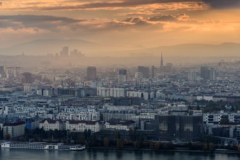 Citiscape di Vienna al tramonto immagini stock libere da diritti
