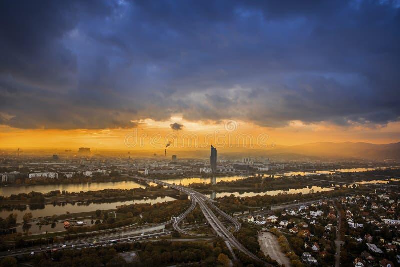 Citiscape di Vienna al tramonto fotografia stock libera da diritti