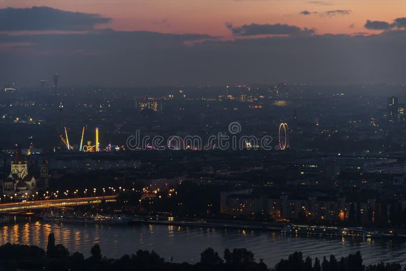 Citiscape di Vienna dopo il tramonto fotografia stock