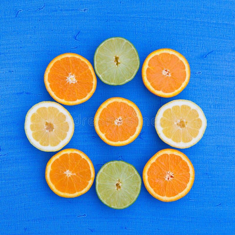 Citrinas - laranjas, cais e limões foto de stock royalty free