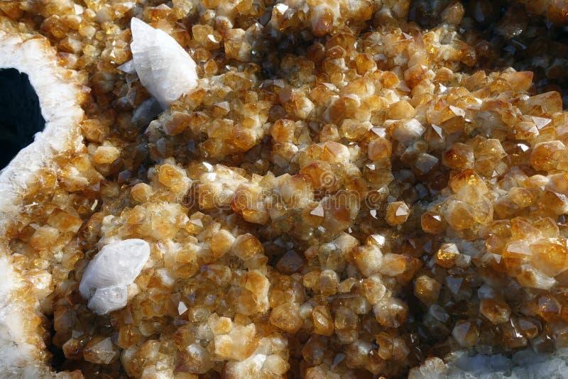 Citrino ed altri cristalli geologici di geode fotografia stock