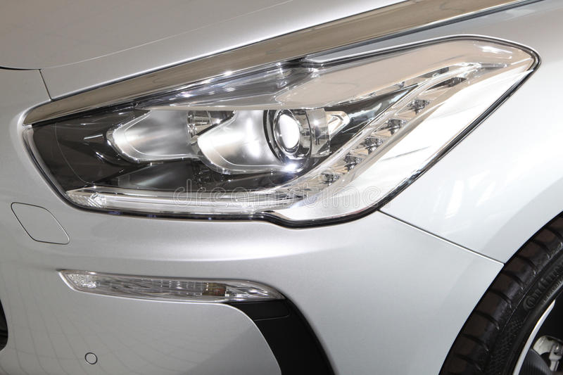 Download Citroà « n DS5 Front Lights Photographie éditorial - Image du montrer, luxe: 45364277