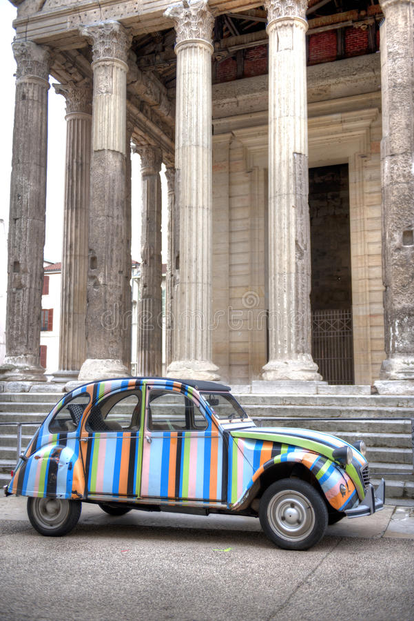 Citroen antigua en el templo Augustus fotografía de archivo