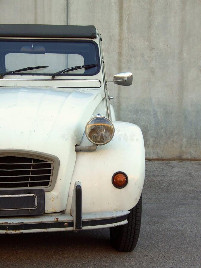 Citroen beige 2cv fotografia stock libera da diritti
