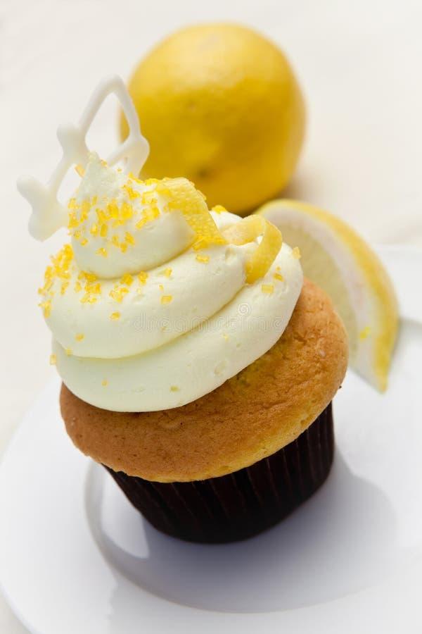 Citroen Berijpte Cupcake royalty-vrije stock afbeelding