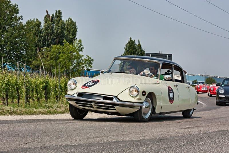 Citroen DS19 1957 nel raduno Mille Miglia 2011 immagine stock