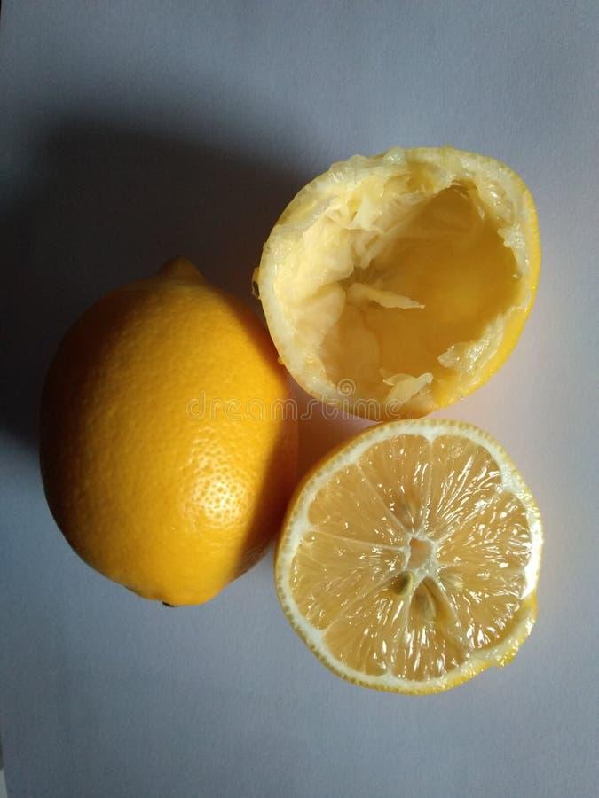 Citroen en de Halve citroen en lege helft stock foto