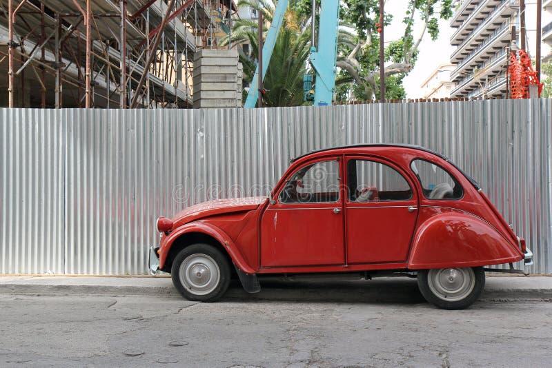 Citroen rosso 2CV fotografie stock libere da diritti