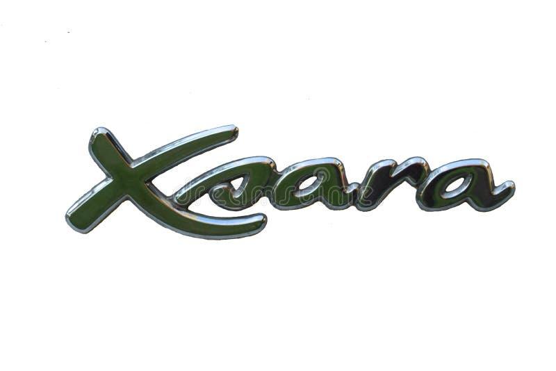 Citroen Xsara-logo op witte achtergrond stock foto