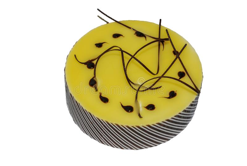Citroencake met citroensaus en chocolade die wordt behandeld royalty-vrije stock foto