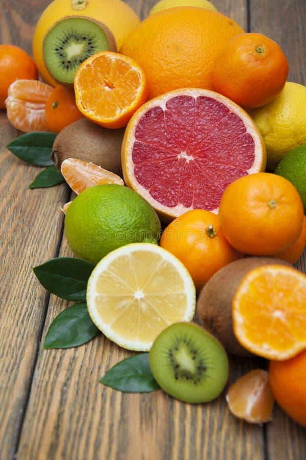 Citroenen, sinaasappelen en kalk royalty-vrije stock fotografie