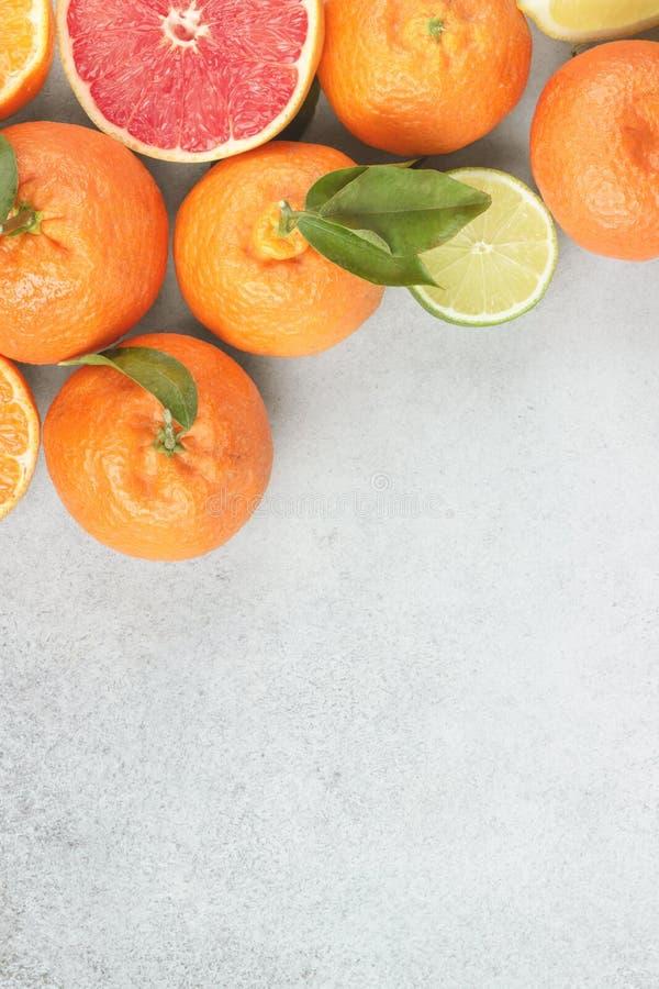 Citroenen, sinaasappelen en kalk Mandarin, grapefruit, kalk, mandarijn, citroen stock afbeelding