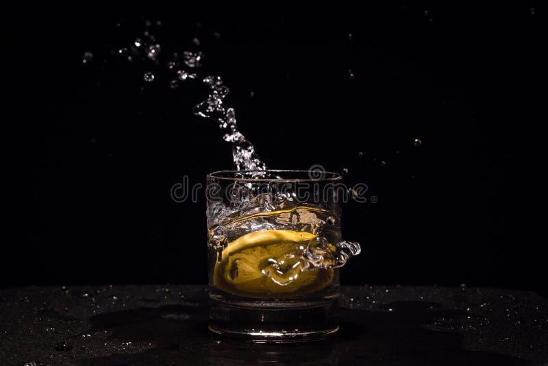 Citroenplons in glas royalty-vrije stock foto's