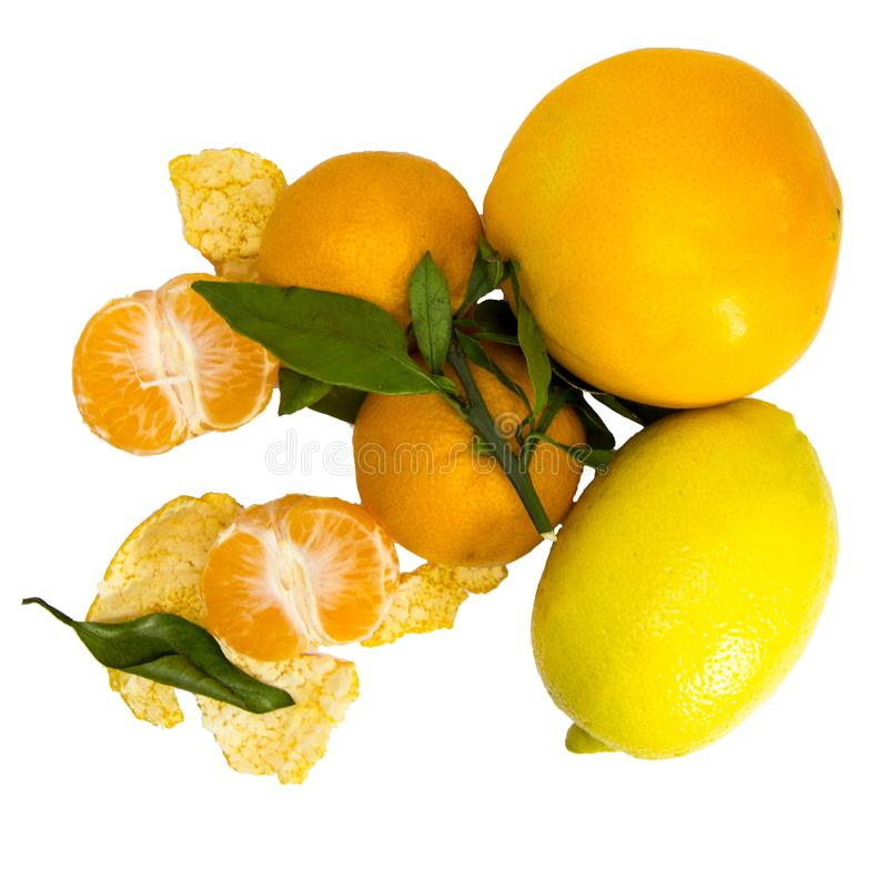 Citron, apelsin och tangerin med sidor på vit bakgrund 3 royaltyfri foto