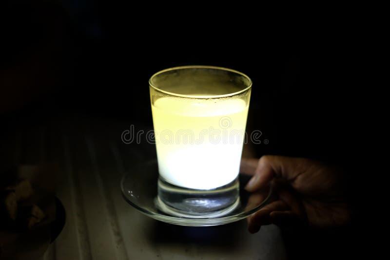 Citron chaud de miel une boisson chaude images libres de droits