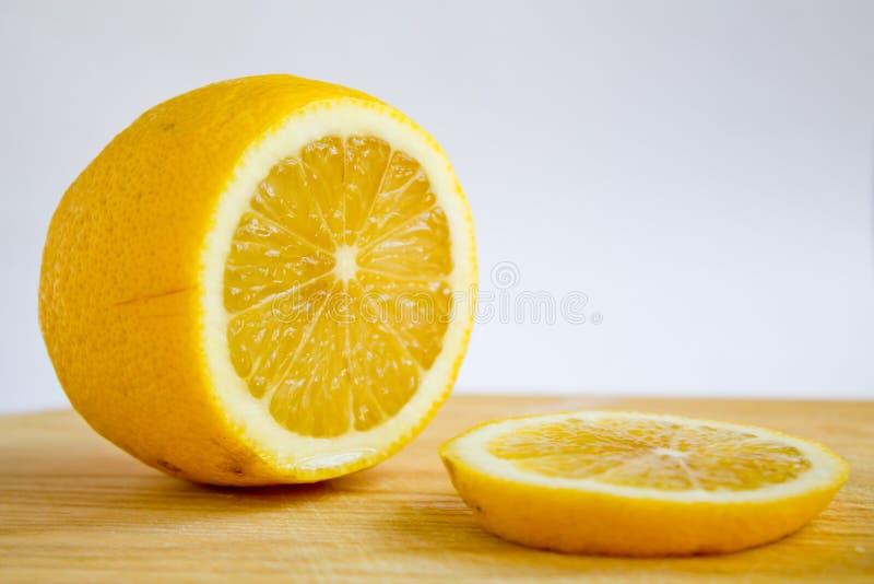 Citron coupé en tranches images stock