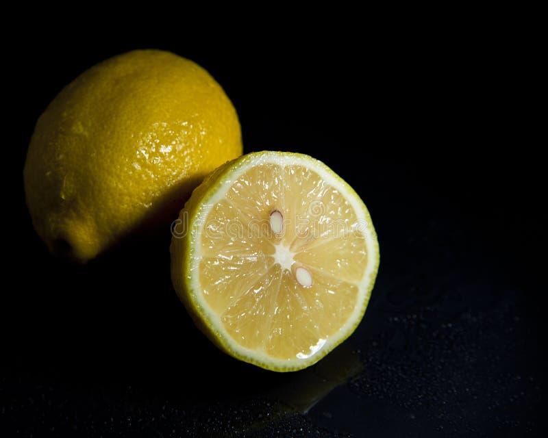 Citron coupé en tranches photos libres de droits