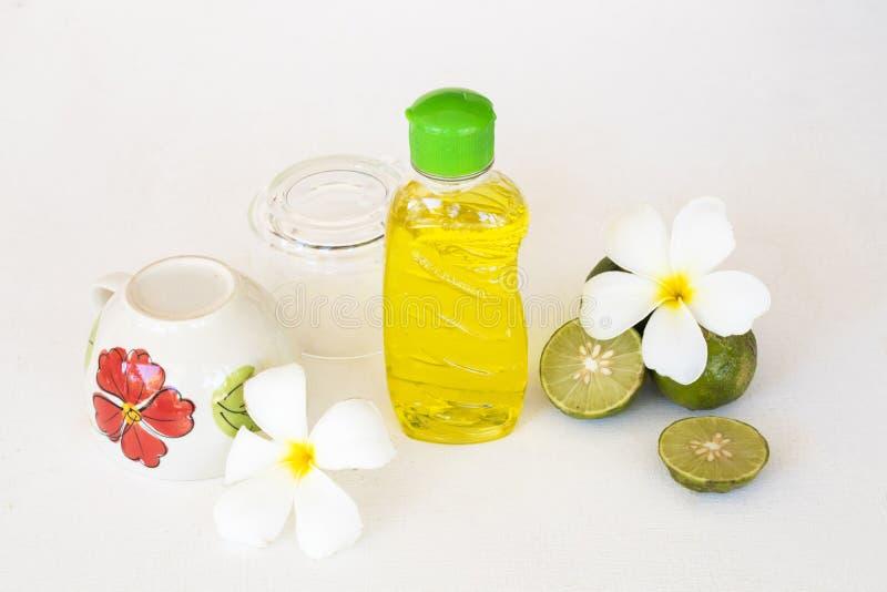 Citron de fines herbes d'extrait de liquide de lavage de plat pour propre images stock