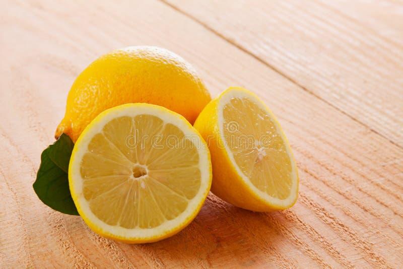 Citron frais d'isolement image libre de droits