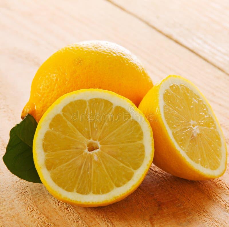Citron frais d'isolement images stock