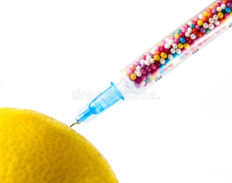 Citron injecté avec des étincelles de sucre photographie stock