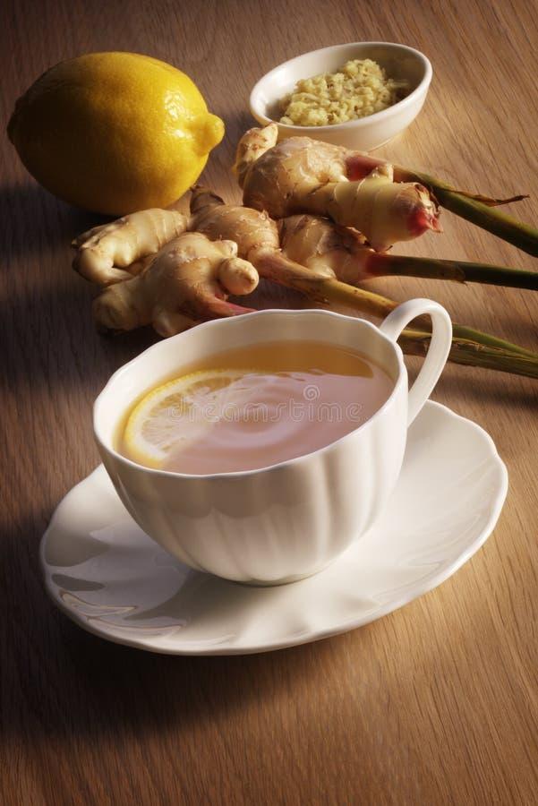 Citron och Ginger Tea arkivbilder