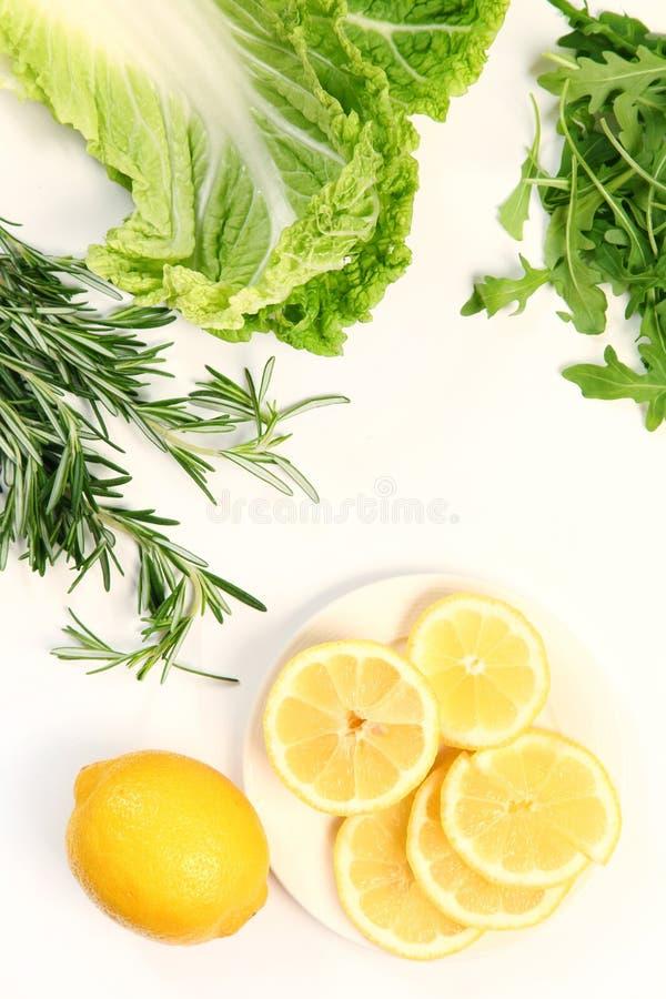 Citron och sallad royaltyfria bilder