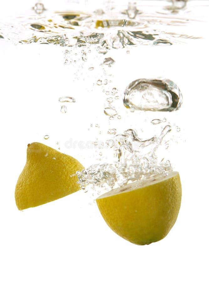 Citron sous l'eau photo stock