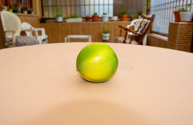 Citron sur la table image libre de droits