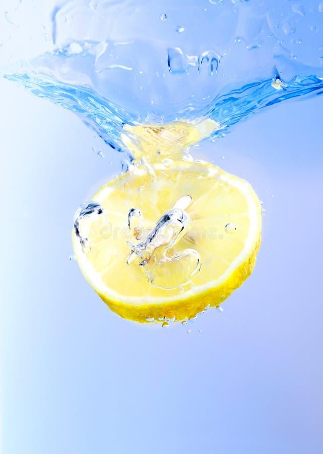 citronfärgstänk arkivbild