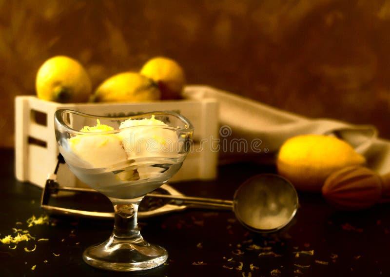 Citronglass in i den crystal bunken fotografering för bildbyråer