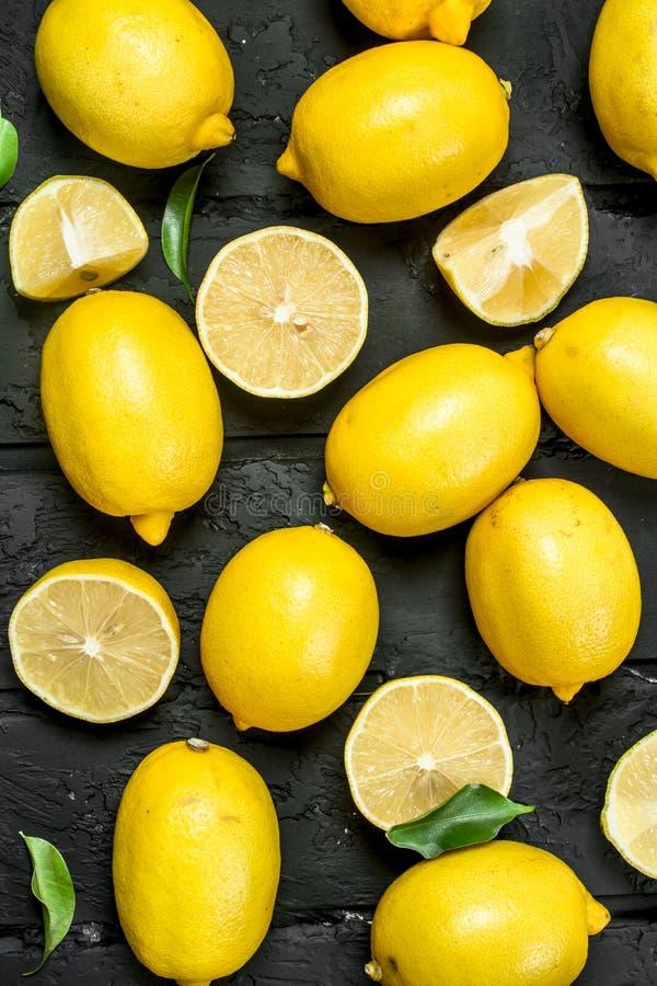 citrons juteux mûrs images stock