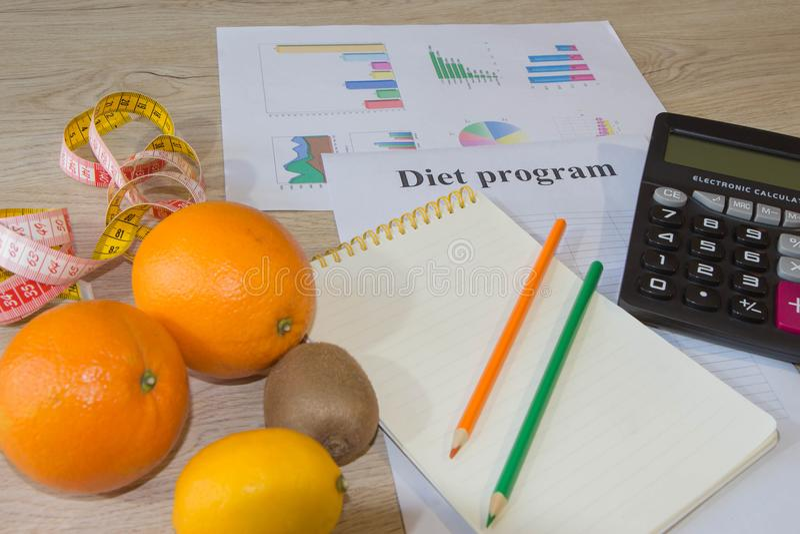 Citrons, oranges et limettes Concept de la perte de poids Régime sain de mode de vie avec les légumes frais images libres de droits