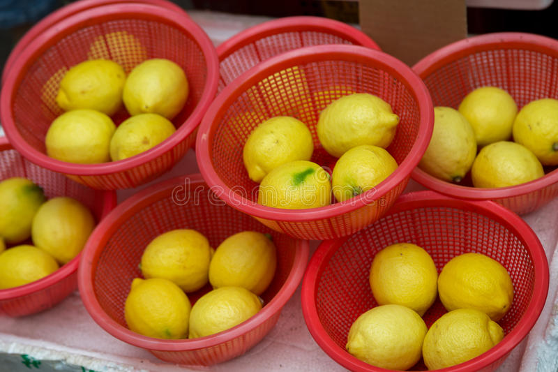 Citrons Paniers des citrons images stock