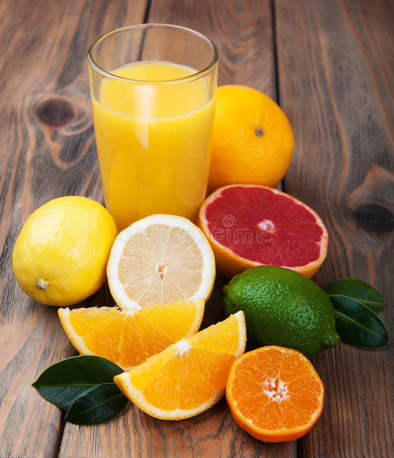 citrus ny fruktsaft royaltyfri foto
