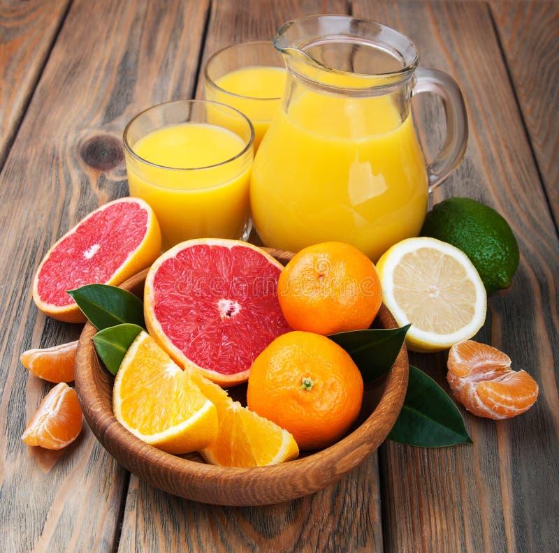 citrus ny fruktsaft royaltyfri fotografi