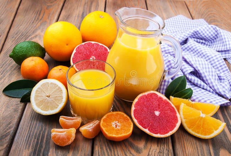 citrus ny fruktsaft arkivfoto