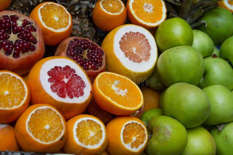 Citrusvruchten bij de markt royalty-vrije stock fotografie